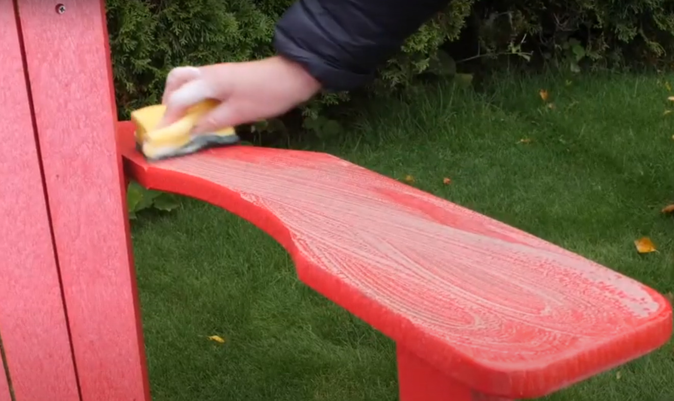 How to Clean Plastic Furniture